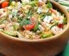 Зелений салат з креветками і голубим сиром